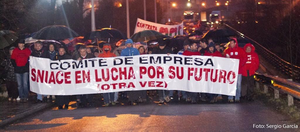 Las calles de Torrelavega volvieron a ser escenario de una masiva manifestación en  apoyo a los trabajadores de Sniace.