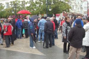Concentración de trabajadores en el Ayuntamiento de Torrelavega