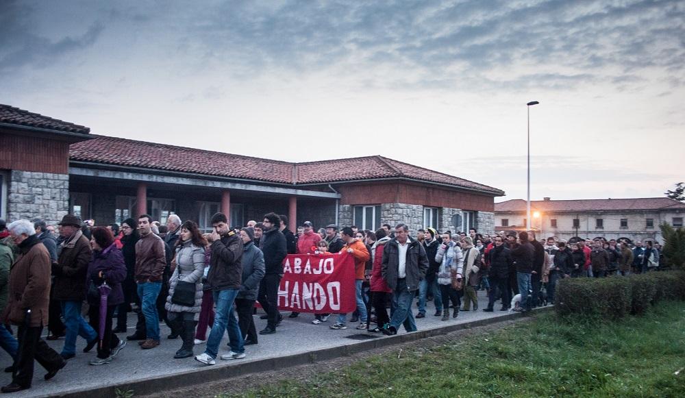 Mas de 4.000 personas volvieron a salir hoy a la calle reclamando una solución para Sniace