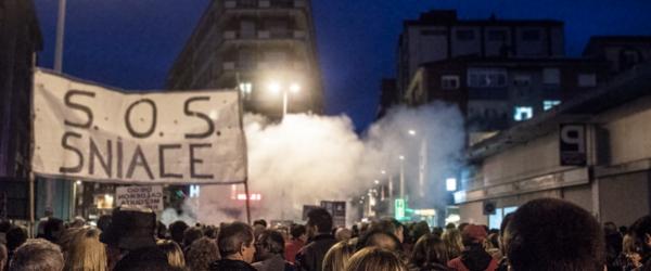 Cerca de 3.000 personas se movilizaron ayer en Torrelavega en apoyo a Sniace y la industria de la comarca. Mas fotos aquí.