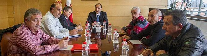 Momento de la reunión de hoy entre Gobierno y comité. Foto: DM
