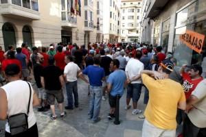 Concentración de trabajadores de Sniace en delegación de Hacieda
