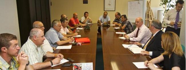 Imagen de la reunión celebrada hoy entre empresa y trabajadores en la sede del ORECLA. Foto: DM